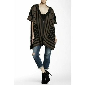 Walter Baker Geometric Taupe Black Zip Poncho M